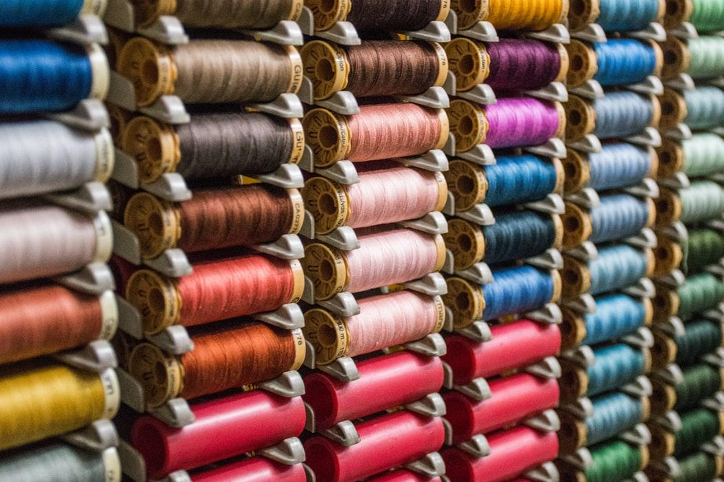 Szeroki asortyment w sklepach z tkaninami